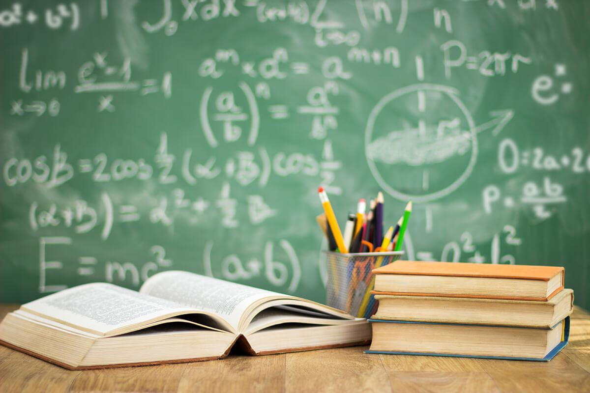Nedostatečné platy učitelů vedou khorším výsledkům žáků, vyplývá zanalýzy České spořitelny. Stát podle analytiků dluží českým učitelům na platech 500miliard korun