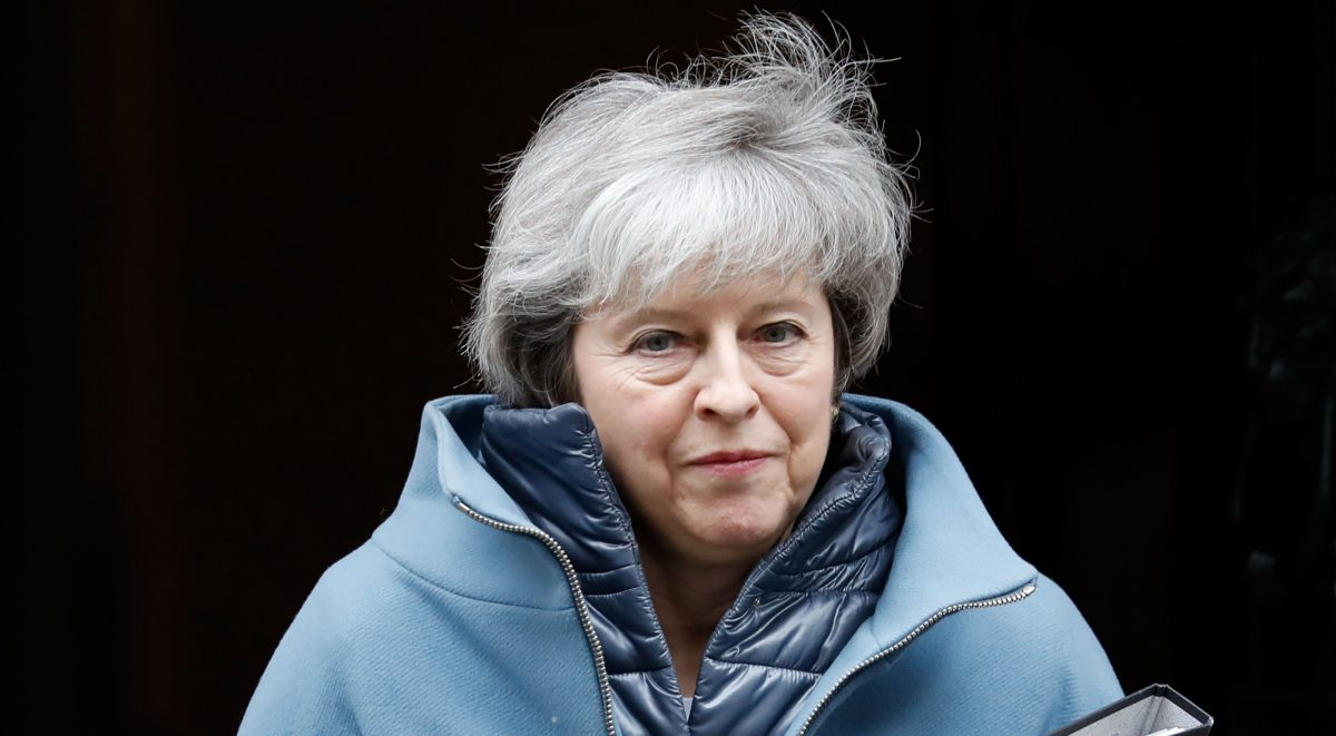 Download von www.picturedesk.com am 18.02.2019 (09:55).  Britain's Prime Minister Theresa May leaves 10 Downing Street in London on February 12, 2019 ahead of a statement to Parliament on her Brexit deal. - Prime Minister Theresa May on Tuesday will plead with MPs to give her more time for talks with EU officials on her Brexit deal, telling them they must hold their nerve. May is set to update parliament on her latest meetings in Brussels and Dublin aimed at securing a divorce agreement with the EU, with Britain due to leave the bloc on March 29. (Photo by Tolga AKMEN / AFP) - 20190212_PD2331 - Rechteinfo: Nur für redaktionelle Nutzung! - Editorial Use Only! Werbliche Nutzung nur nach Freigabe!